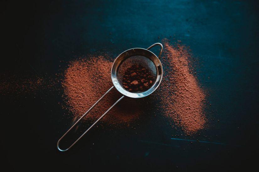 Cacao puro para los batidos de chocolate y vainilla