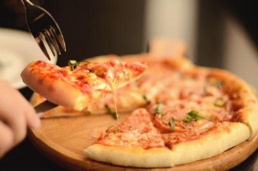 Masa de pizza en sartén crujiente