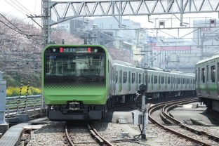 New Tokyo commuter train run by East Japan Railway Co. Pic credit: Japan Times Current London Midland train at Euston