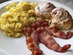 bacon-eggs-cinnamon-bun-breakfast-620x465
