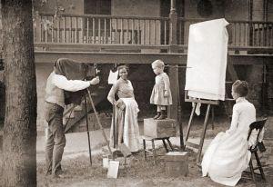 Maman sudiste faisant photographier sa progéniture