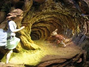 Alice au pays des mersveilles course le lapin jusqu'au terrier