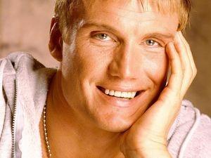 Dolph Lundgren tout sourire