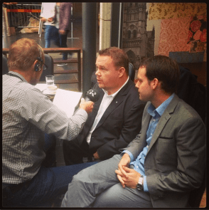 Jag och Rickard Nordin (C) i radiointervju.