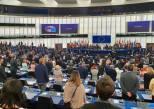 Europaparlamentets ledamöter håller en tyst minut till minne av de som omkom i det nedskjutna flygplanet i Iran.