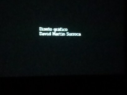 Al principio del visionado del film entre otros créditos, el de un servidor en pantalla. Diseñador Gráfico David Martín Surroca © Viernes, 12 de septiembre de 2014 – Foto realizada por Miriam García