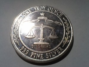 1 OZ .999 Fine Silver Parliament Shield Round – 1984