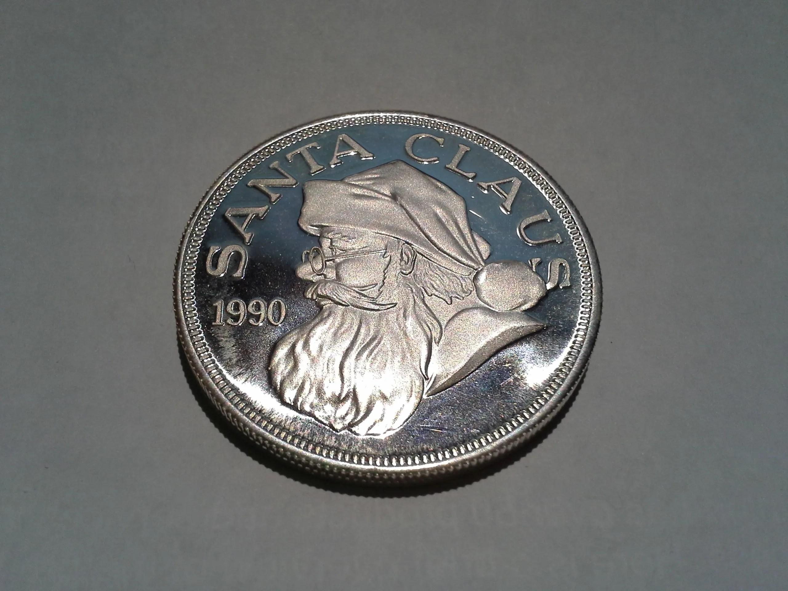 1 OZ  999 Fine Silver Santa Claus Christmas Round – 1990