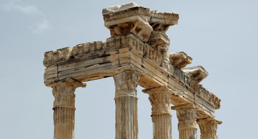 Cómo se construye una historia: tres pilares de la ficción