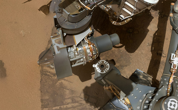 Curiosity-arm-shadow