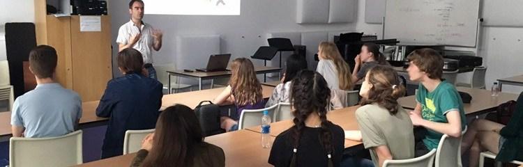 Seguridad y privacidad en redes sociales para jóvenes músicos