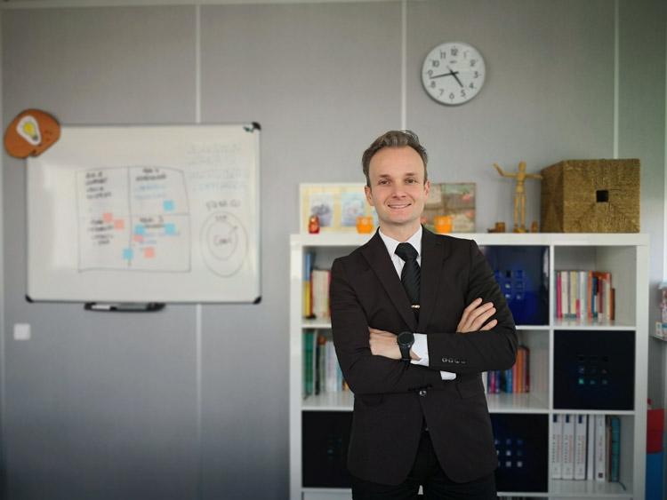 Vladimir Livshits es Professional Certified Coach por la ICF, además de mentor, facilitador y una gran persona