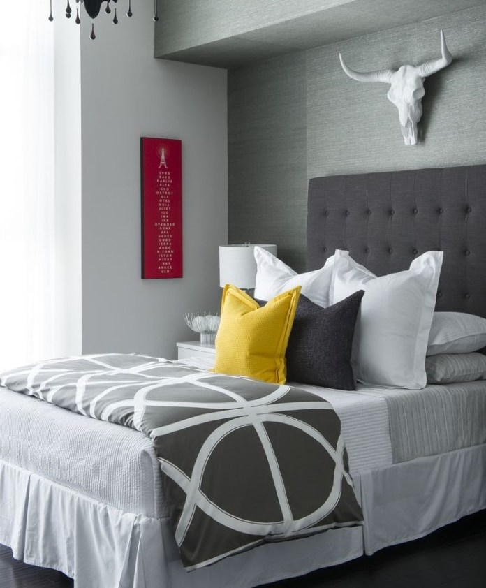 Make an Interesting Decoration on Bed