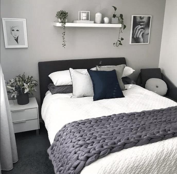 Make A Monochrome Bed
