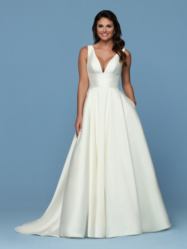 10++ Meghan Markle Halter Neck Wedding Dress