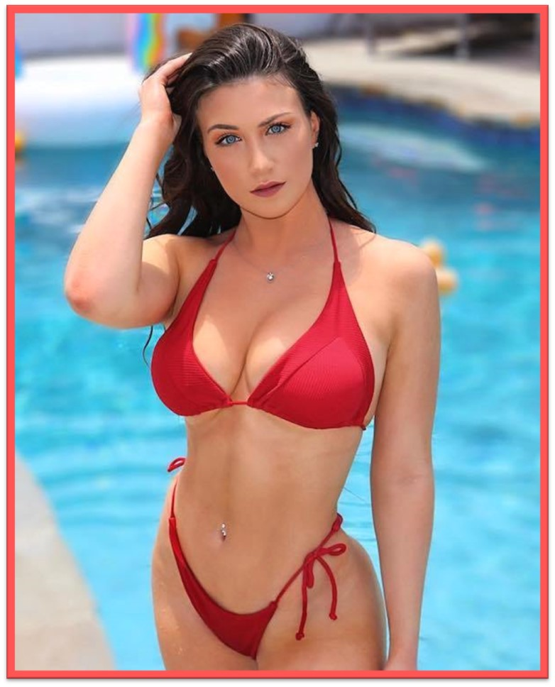 BIKINI WEEKEND WOMAN IN RED