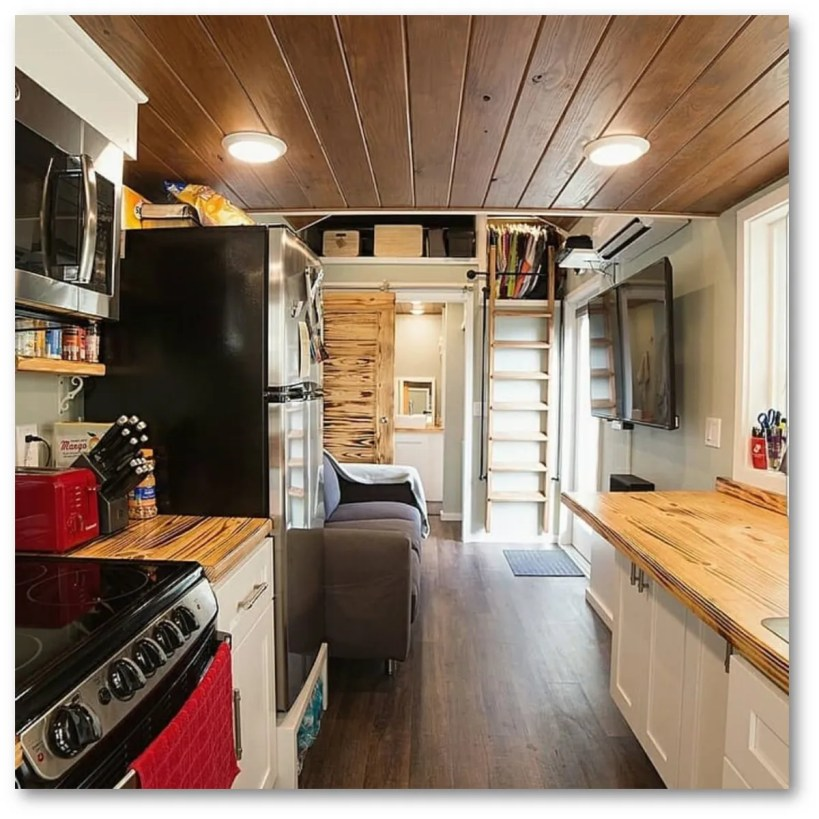 COUPLE DOWNSIZES TO TINY HOUSE TO GET RID OF DEBT