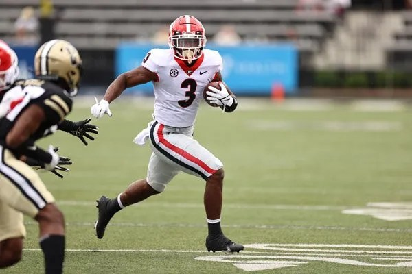 Georgia running back Zamir White (3) during the Bulldogs' game with Vanderbilt in Vanderbilt Stadium in Nashville, Tenn., on Saturday, Sept. 25, 2021. (Photo by Tony Walsh)