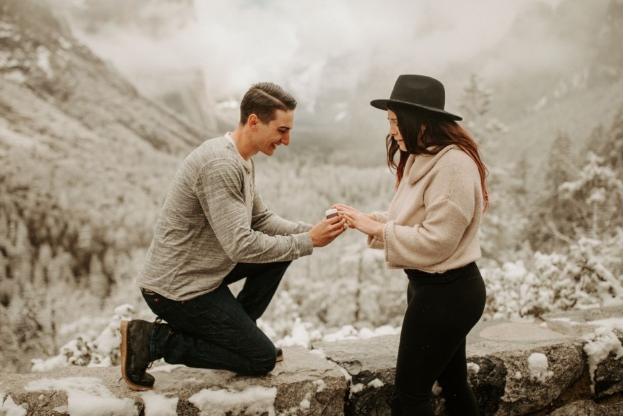 Snowy Proposal at Yosemite National Park // @dawn_photo