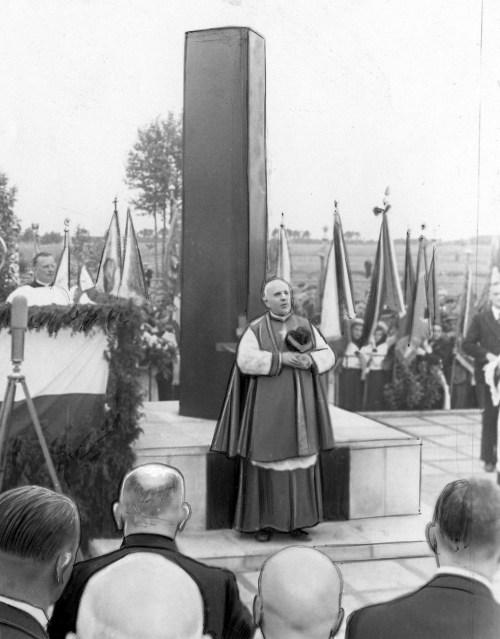 Biskup Józef Feliks Gawlina podczas przemówienia - Ossów, 4 czerwca 1939