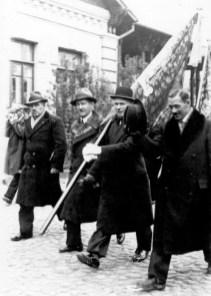 Poświęcenie sztandaru Polskiej Organizacji Wojskowej w Wołominie, rok 1937. Fot. ze zbiorów Piotra Sawki