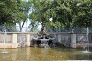 Der Delphinbrunnen auf der Brühlschen Terrasse. // Foto: Archiv
