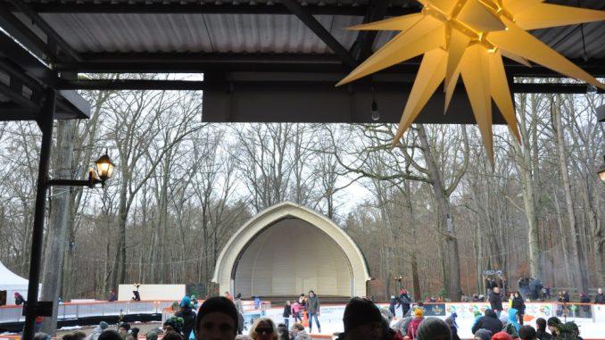 Die Eisbahn samt Buden auf dem Konzertplatz am Weißen Hirsch ist Mo. bis Fr. von 12 bis 21 Uhr und Sa./So. schon ab 10 Uhr geöffnet. Foto: Una Giesecke
