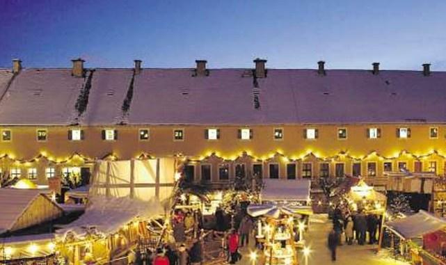 Historisches Flair atmet nicht nur der Weihnachtsmarkt auf dem Königstein, sondern beispielsweise auch der CanalettoMarkt in Pirna. Foto: Festung Königstein GmbH