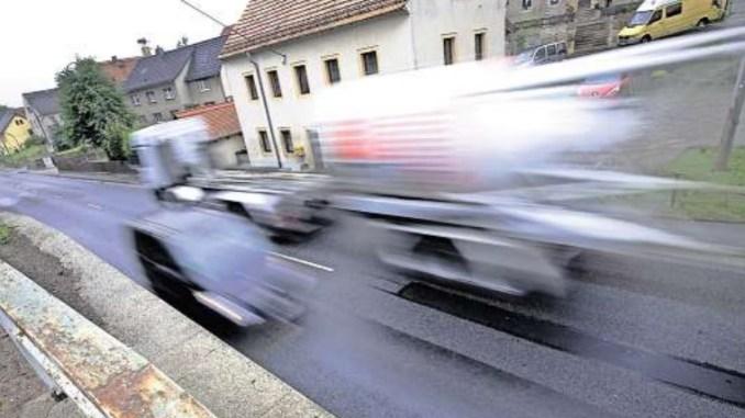 40000 Dresdner leiden unter zu lauten Straßen. Neuer Belag und Temporeduzierungen sollen helfen. Doch die Sanierung kommt nur langsam voran. Foto: Thorsten Eckert