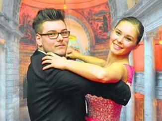 Anna Valeria Koriatchenko (19) aus Leipzig und Niklas Deusing (17) aus Dresden waren 2016 sind das 1000. Debütantenpaar des Semperopernballes. Auch für 2019 werden jetzt Debütanten gesucht. Foto: Una Giesecke