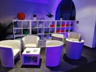 Neben zahlreichen sportlichen Aktivitäten bietet das VIMODROM Dresden auch eine Lounge.
