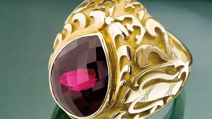 Auch dieser Ring wartet auf die Historiker. Foto: PR