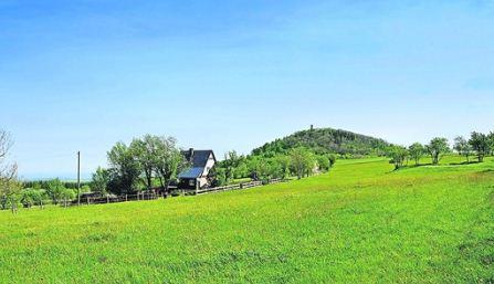 """Sanft wellen sich die """"Achttausender""""-Hügel im Erzgebirge. Foto: VVO/Martin Schmidt"""