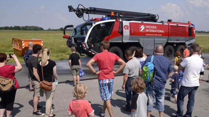 Kleine Entdecker können bei den Führungen am Flughafen Dresden Spannendes entdecken. Foto: Michael Weimer