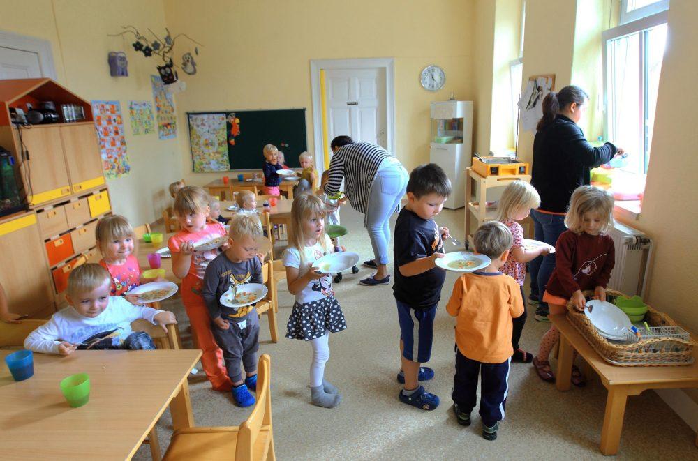 Stadt erhöht die Gebühren für Kinderbetreuung