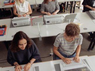 Der Übergang von der Schule zum Beruf soll für Schüler in Sachsen verbessert werden. Foto: Martin Schutt/Archiv