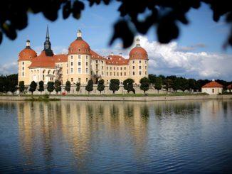Blick auf das Schloss Moritzburg. Foto: Jan Woitas/Archiv