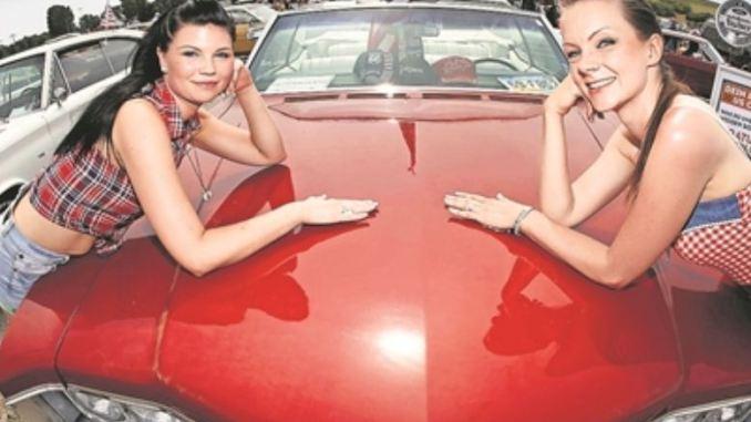 Die US Car Convention: Ein Treffpunkt für schöne Autos und schöne Frauen. Foto: Wolfgang Wittchen