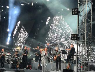 Roland Kaiser beim ersten von vier Kaisermania-Konzerten am Dresdner Elbufer, hier am 4. August 2017. (Foto: Oliver Carstens)