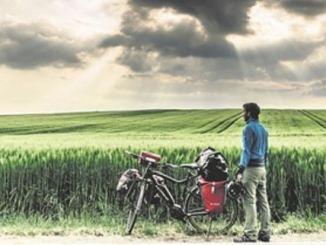 Mit dem E-Bike eroberte sich der Fotograf seine unbekannte Heimat – hier in Thüringen. Foto: Maximilian Semsch