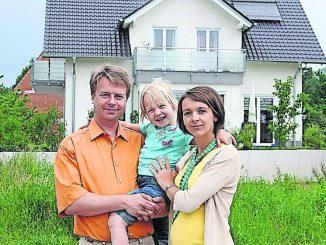 Wer eine neue Immobilie sucht, der darf derzeit noch mit keinen sinkenden Preisen rechnen. Foto: djd/www.musterhaus.de