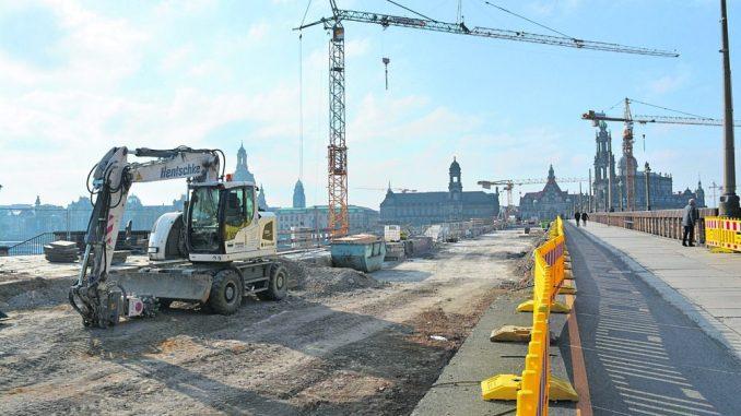 Noch bis zum 31. März sollen die Bauarbeiten auf der Augustusbrücke andauern. Foto: Thessa Wolf