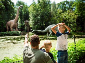 Im Saurierpark können kleine Entdecker jede Menge erleben. Foto: Tobias Ritz