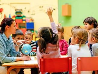 Dresden sucht Bereitschaftsbetreuer für Kleinkindern. Foto: djd/GlaxoSmithKline/iStockphoto/vgaij