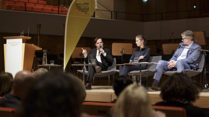 Am 08. März fand im Dresdner Kulturpalast eine Diskussionsrunde statt. (Foto: Klaus Gigga)