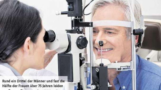 Grauer Star im Auge, Augenuntersuchung (Foto: djd Alcon Pharma)