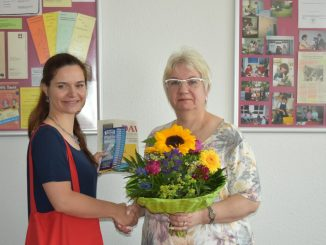 Juliane Zönnchen vom DAWO!-Team überreichte das Dankeschön des Monats stellvertretend Frau Lidija Pietzsch.