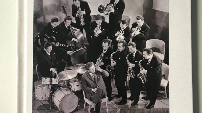 """Wer es im Buchhandel sucht: so sieht das Cover des Buches """"The famous Dresdner Tanzsinfoniker for Jazz"""" von Klaus Wilk aus."""
