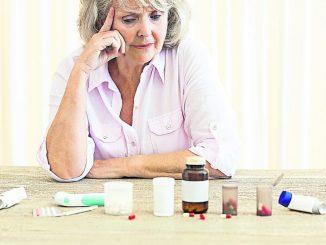 Wer chronisch krank ist und regelmäßig mehrere Medikamente einnehmen muss, kann dabei schnell einmal den Überblick verlieren
