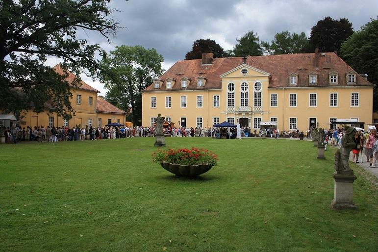 Tag des offenen Barockschlosses Oberlichtenau mit Kunst-, Antik- und Gartenmarkt und offenem Bibelland